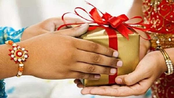 Rakhi Gift: રક્ષાબંધનપર બહેનોને ગિફ્ટ આપવામાં કન્ફ્યુઝ્ડ છો તો જરુરથી વાંચો આ 10 આઇડિયા..!