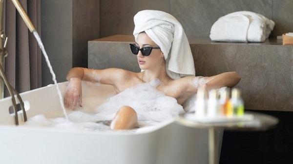 bath tab unsplash