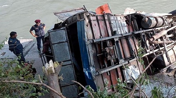 Bus accident in nepal: નેપાળમાં નદીમાં મુસાફરો ભરેલી બસ ખાબકી, 28 લોકોના મોત
