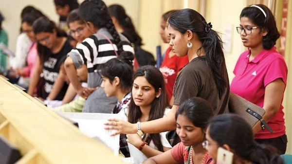 Minority students: ઉદ્ધવ સરકાર માઈનોરીટી ના વિદ્યાર્થીઓને દર મહિને ત્રણ હજાર રૂપિયા ટ્રાવેલિંગ ભથ્થું આપશે