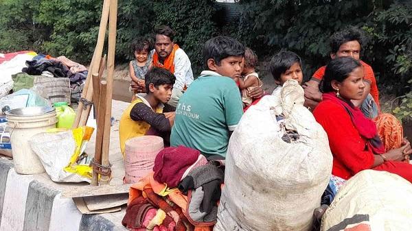 kashmir killings triggers exodus of migrant labourers: આતંકી હુમલાઓના ભયથી પ્રવાસી મજૂરોમાં કાશ્મીર છોડીને પરત વતન તરફ