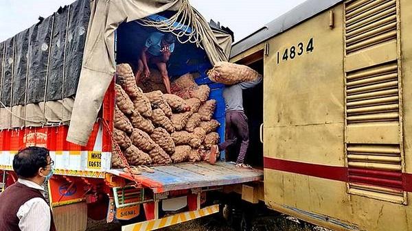 Onion shipment by Kisan Rail: વડોદરા ડિવિઝન પર પહેલી વાર કિસાન રેલ મારફતે ડુંગળીનું લોડિંગ